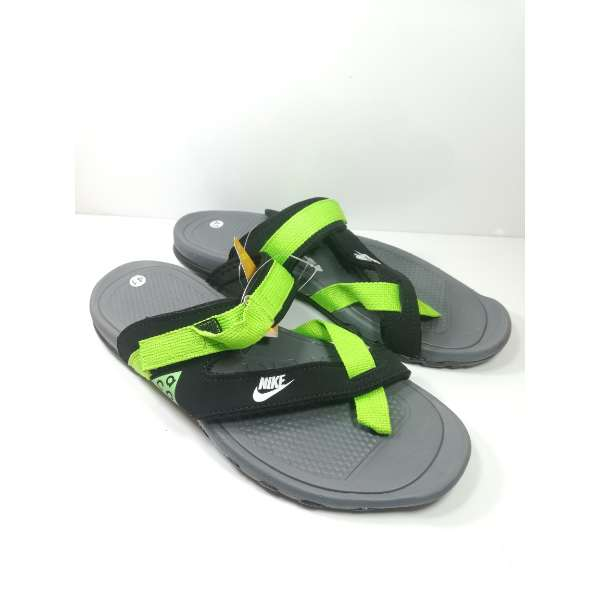 new style d0e22 bce36 Nike Mens Slippers Grey Green Sandals